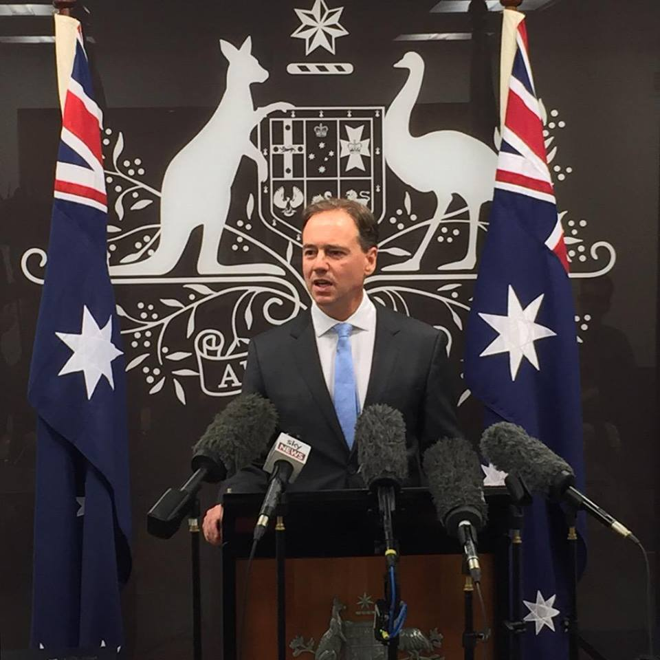 Minister Hunt announces ban on dumping dredge spoil on Great Barrier Reef