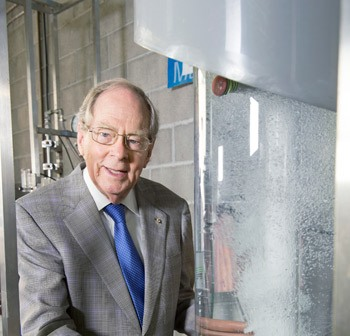 Chemical engineer Graeme Jameson wins Prime Minister's Innovation Award